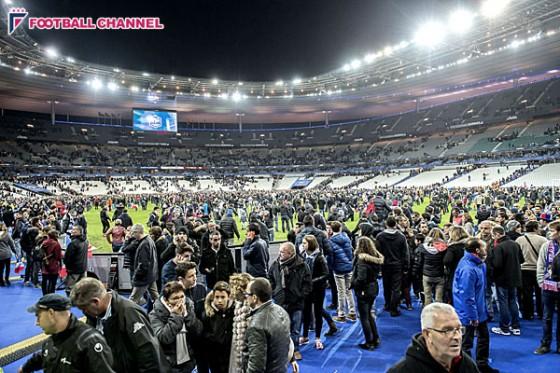 パリで同時多発テロが発生。フランス対ドイツの観客がピッチに避難