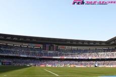 英国人記者が語る日本のスタジアム問題。「日産スタは雰囲気足りない。横浜に3万人の屋根付きスタあるといい」