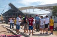 【W杯直前ルポ】未完成のスタジアムをめぐる歓迎と冷遇。ブラジル人がセレソンより愛するもの