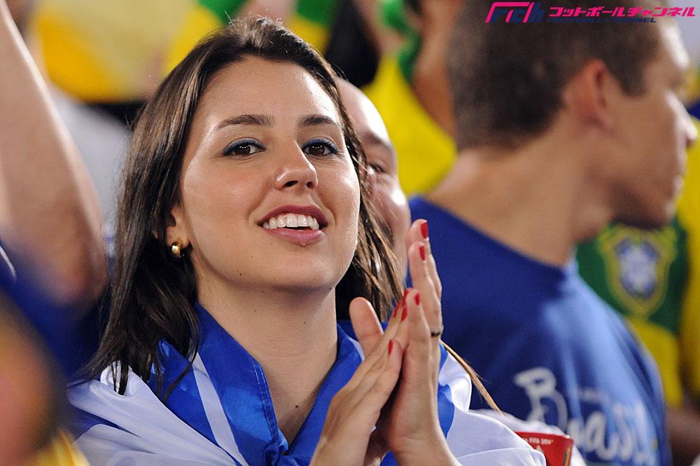 グループC 日本代表vsギリシャ代表戦の美女サポーターたち