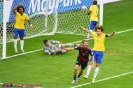 ダブルボランチへのプレスでブラジルの中盤を無効化したドイツの戦略。あまりに強く、成熟の時を迎える