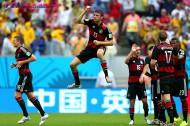 ブラジル撃破に貢献したミュラー。プレーとは対照的な酷いダンスが話題