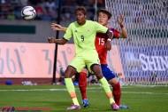 「キレイなサッカーだけじゃ勝てない」。韓国戦で力の差を痛感した鈴木武蔵。「アグレッシブに戦う意識を持たないと」