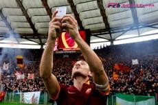 """優勝と同価値の""""セルフィー""""。ローマに受け継がれるクラブ愛。トッティが伝えた「重要なこと」"""