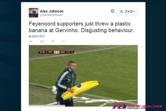 フェイエノールトサポーターが人種差別。ピッチに巨大バナナを投げ込む
