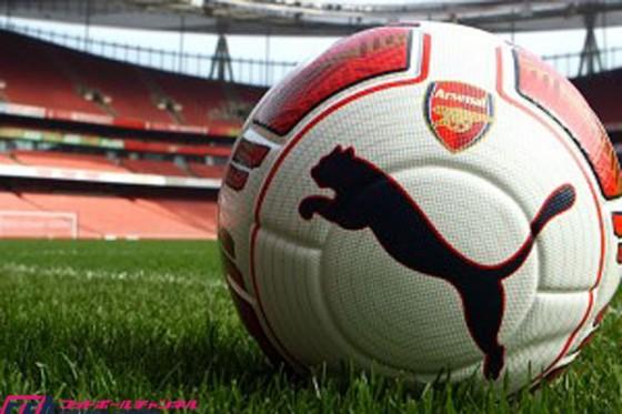 アーセナルとプーマ社、世界初となる左利き用のサッカーボールを発表!?