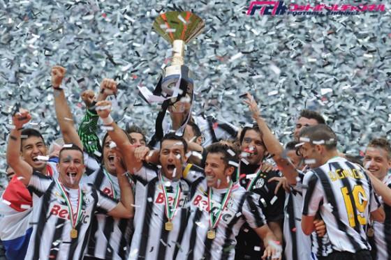 過去に無敗優勝を遂げた欧州のクラブ。1stステージ制覇の浦和はJリーグ初の偉業達成なるか