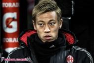本田、20歳FWの中盤起用でさらに序列低下。ミラン監督がついにデヨング起用を決意?