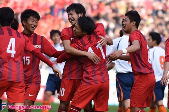 東福岡、5点大勝で史上6校目の夏冬二冠達成! 17年ぶり選手権制覇