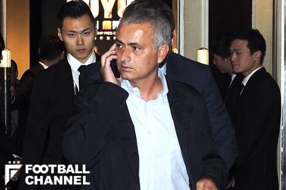 モウリーニョが中国に登場。チェルシーユニへのサイン要求も快く応じる