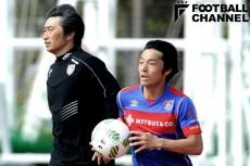 中島翔哉(右)は安間貴義監督(左)が率いるFC東京U-23でプレーした