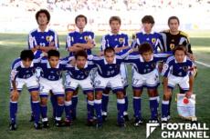 2000年のアジアカップでは、名波浩監督、服部年宏強化部長とともにプレーした中村俊輔