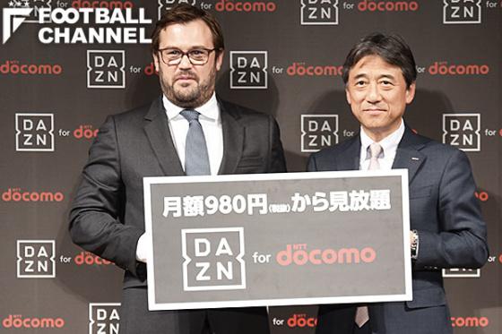 パフォームのラシュトンCEO(左)とドコモの吉澤和弘社長(右)