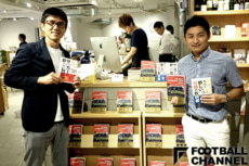 トークイベントに登壇した坪井健太郎氏(右)と筆者(左)