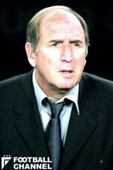 エンゲルス氏の前任監督であったカルロス・レシャック氏。FCバルセロナで選手・指導者として活躍した。メッシを見出したことでも有名