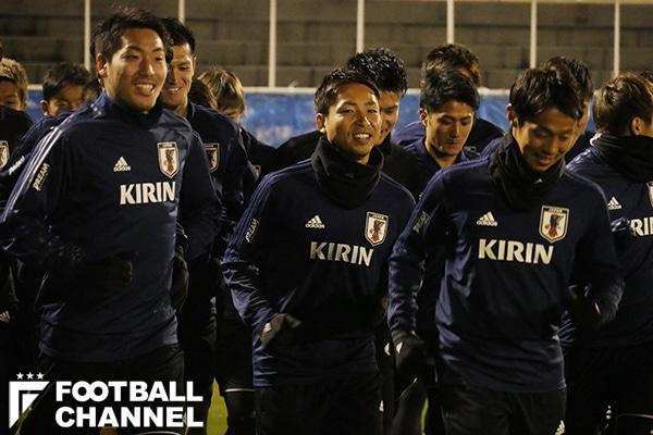 """6日の練習ではハリルホジッチ監督が""""独演会""""。それでも日本代表の選手たちは笑顔でランニング【写真:舩木渉】"""
