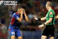 サッカーの試合中にレフェリーの判定を巡って選手やサポーターが熱くなることは珍しくない