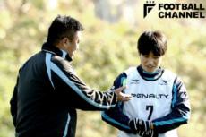 曹貴裁(左)が率いる湘南ベルマーレで3年間プレーした山田直輝(右)