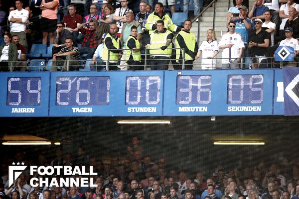 ハンブルガーSVのスタジアムに設置された時計【写真:Getty Images】